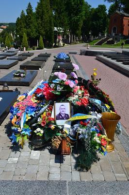 Могила Сергія Кульчицького на Личаківському цвинтарі Львова