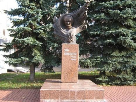 Постамент В'ячеславу Чорноволу в Хмельницькому
