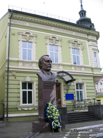 Пам'ятник В'ячеславу Чорноволу в Івано-Франківську