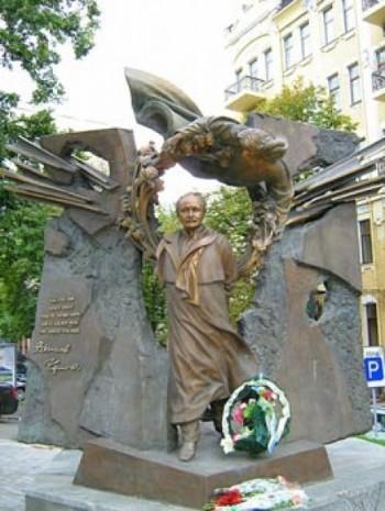 Пам'ятник В'ячеславу Чорноволу в Києві