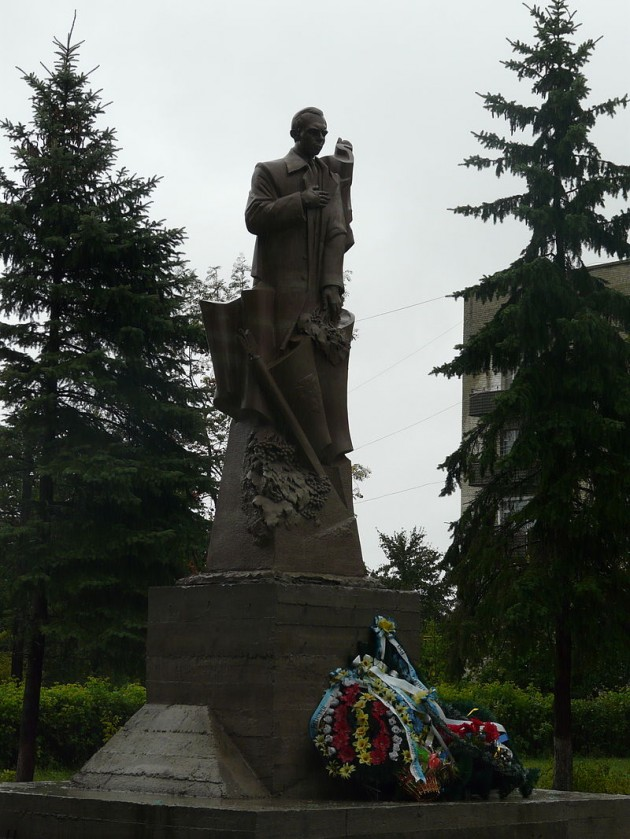 9ff89675c5abc1 Пам'ятник Степану Бандері у с. Великі Мости