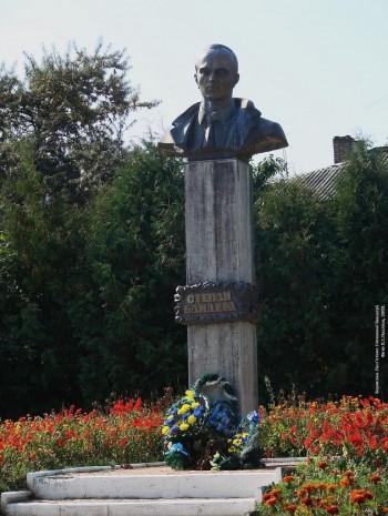 Бюст Степану Бандері у Бориславі