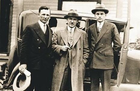 Фото 1930-х. Євген Коновалець у центрі