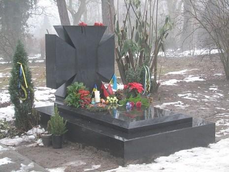 Могила Євгена коновальця на цвинтарі Кросвейк