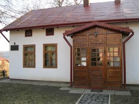 Музей Євгена Коновальця в с. Зашків