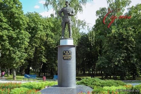 Пам'ятник Івану Кожедубу в Сумах