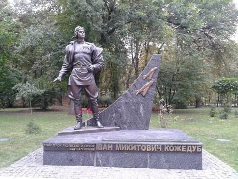 Пам'ятник Івану Кожедубу в Києві