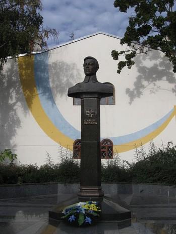 Пам'ятник Симону Петлюрі у Рівному