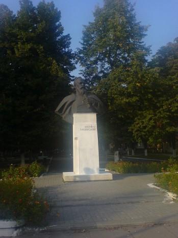 Бюст Михайла Грушевського у Червонограді