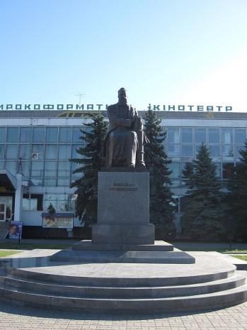 Пам'ятник Михайлу Грушевському в Луцьку