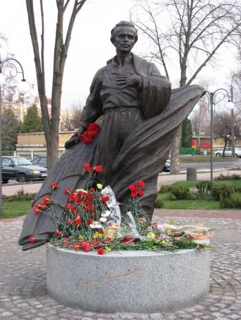 Пам'ятник Василю Симоненку в Черкасах