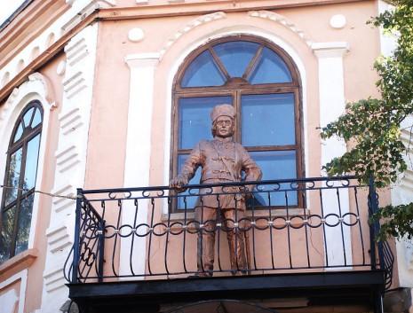 Пам'ятник у Старобільську