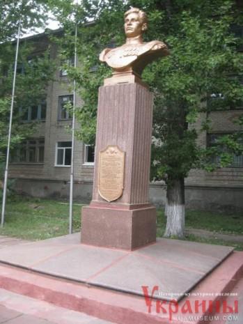 Бюст Миколи Семейко в Слов'янську