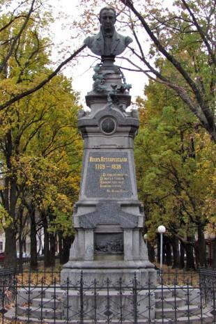 Пам'ятник на могилі Івана Котляревського в Полтаві