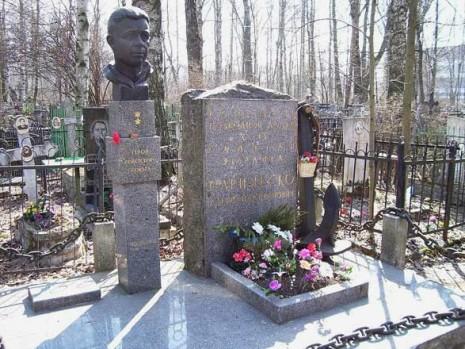 Могила Олександра Маринеско в Санкт-Петербурзі