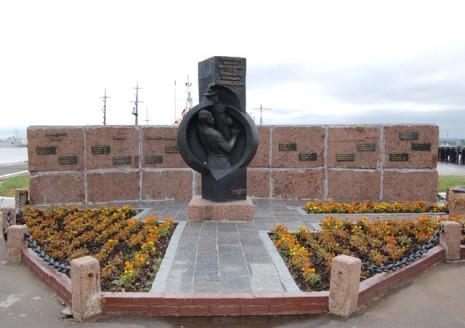 Пам'ятник Олександру Маринеско в Кронштадті