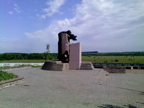 Пам'ятник Богдану Хмельницькому в с. Жовте