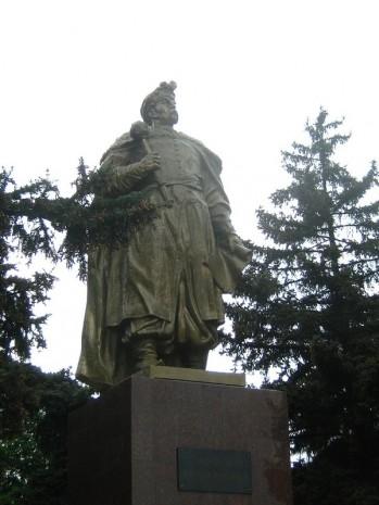 Пам'ятник Богдану Хмельницькому в Кривому Розі на вулиці Ватутіна
