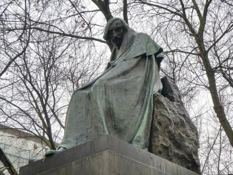 Памятник Николаю Гоголю в Москве