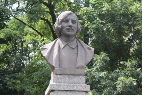 Памятник Николаю Гоголю в Киеве