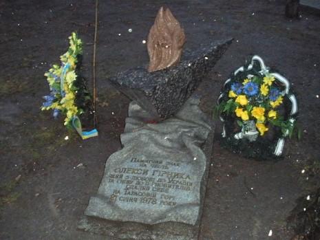 Памятный знак на месте гибели Алексея Гирныка