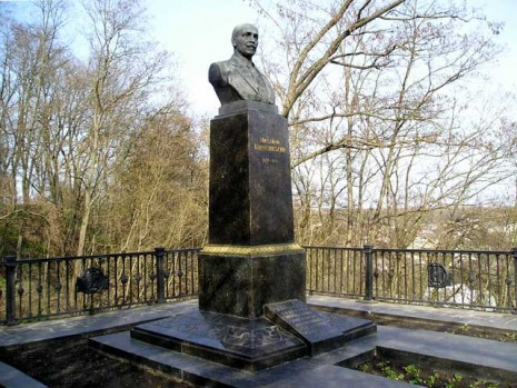 Могила Михайла Коцюбинського в Чернігові