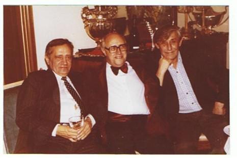 На фото зліва направо: Володимир Максимов, Мстислав Ростропович, Віктор Некрасов, Париж, 1978