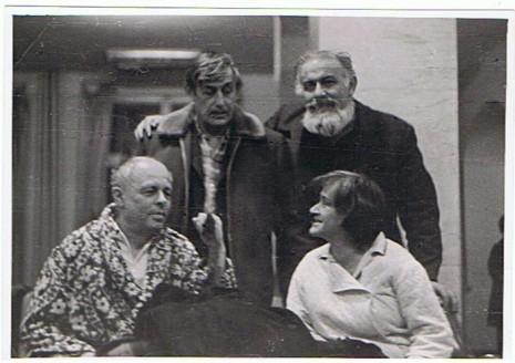 На фото зліва направо: Андрій Сахаров, Віктор Некрасов, Лев Копелєв, Олена Боннер, Москва, 1973
