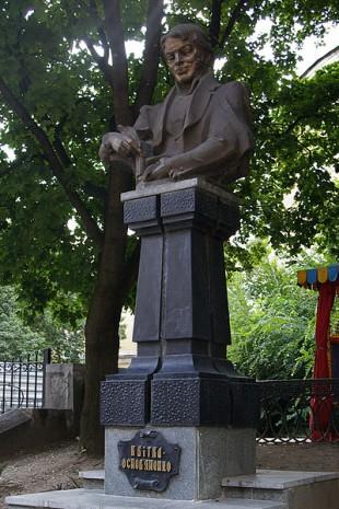 Памятник Квитки-Основьяненко в Харькове