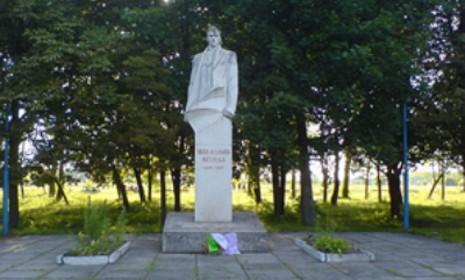 Памятник Ивану Климову в с. Сельце