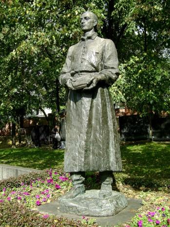 Памятник Григорию Сковороде в Лохвице