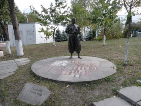 Памятник Григорию Сковороде в Переяслав-Хмельницком