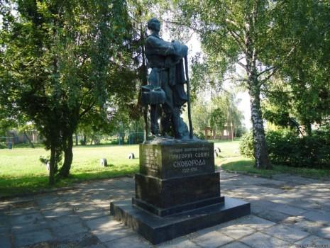 Памятник Григорию Сковороде в Чернухах