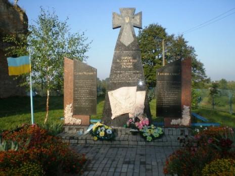 Памятник воина УПА в с. Новый Заговор