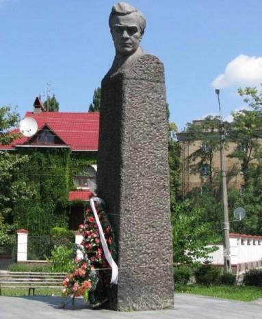 Пам'ятник Михайлу Кирпоносу
