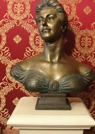 Скульптурний портрет Соломії Крушельницької в залі театру Ла Скала