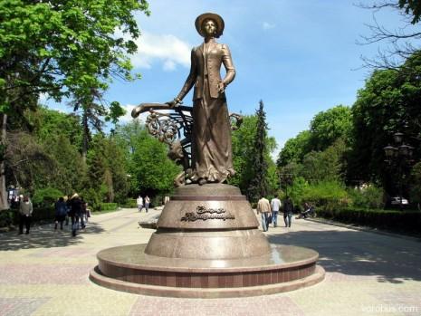 Памятник Саломеи Крушельницкой в Тернополе