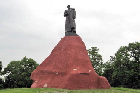 Пам'ятник Сидору Ковпаку в Путивлі