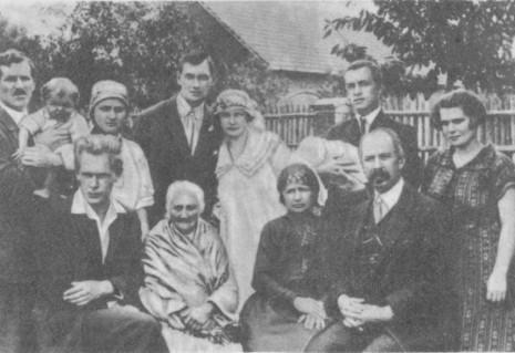 Весільне фото Євгена Маланюка і Зої Равич