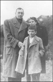 Євген Маланюк, Богумила Савицька та їх син Богдан