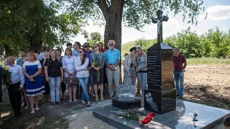 Мемориальный знак на месте гибели Андрея Кузьменко