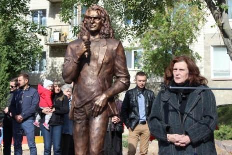 Памятник Андрею Кузьменко в Луцке