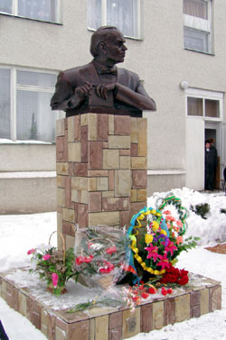 Пам'ятник Уласу Самчуку в с. Телявка