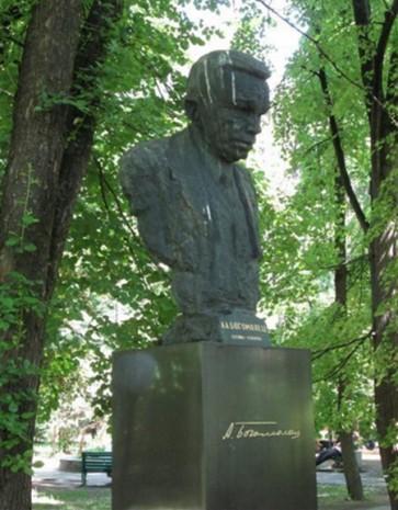 Памятник Александру Богомольцу на его могиле, Киев