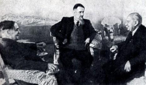 На фото (слева направо): Капица, Курчатов, Иоффе