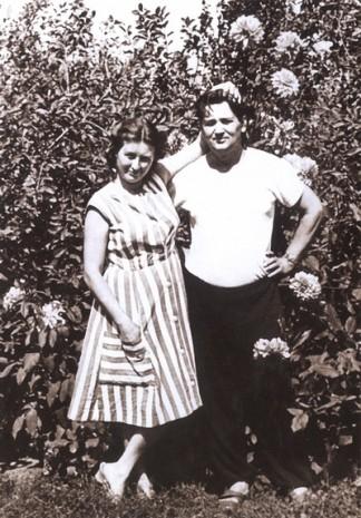 Олесь Гончар с женой Валентиной