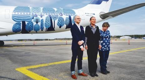 Елементи картини Марії Примаченко на літаку FinnAir