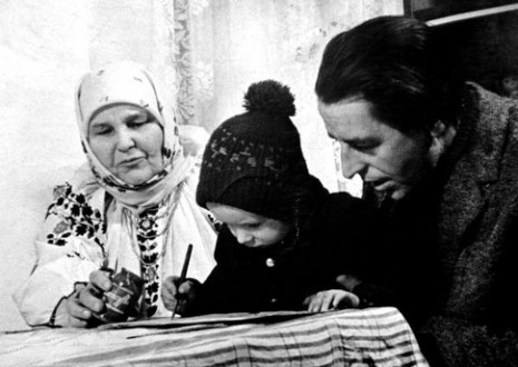 Марія Примаченко із сином и внуком