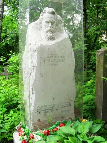 Могила Володимира Вернадського