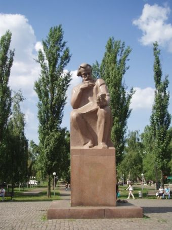 Памятник Владимиру Вернадскому в Киеве
